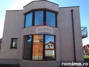 Casă / Vilă de vanzare cu 3 camere, com. Sanmartin - imagine 3