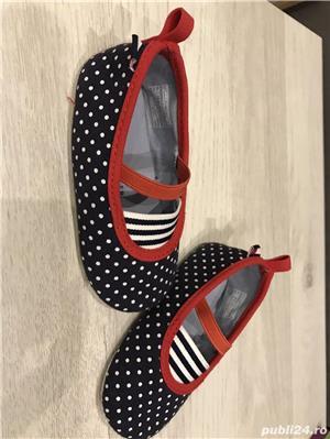 Vand pantofi NOI, CU ETICHETA; ORIGINALI pentru BEBE - marime US3-4, EUR18.5-19.5 - Tommy Hilfiger - imagine 2