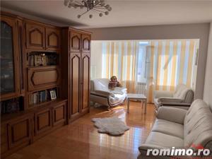 Apartament 3 camere, zona Centrala , etaj 4, renovat si mobilat - imagine 2