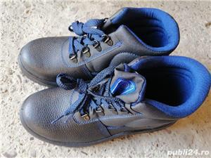 Bocanci și pantofi de lucru - imagine 2