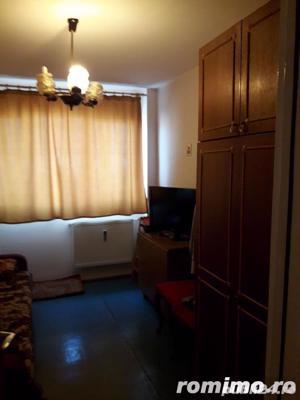 Dristor apartament de vanzare 3 camere aproape de metrou - imagine 2