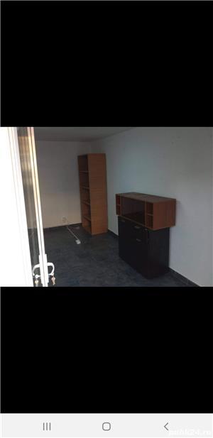 Închiriez spațiu comercial pentru sediu firma , birou, zona Iulius mall 25 mp, intrare din strada - imagine 2