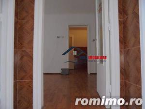 Spatios! Vanzare apartament semidecomandat cu 2 camere in Targoviste micro 6 - imagine 7