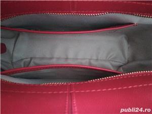Geantă din piele de culoare roșie - imagine 4
