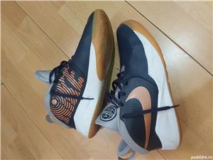 Ghete Nike Teamhustle ,nr 38,5 ,24 cm , uk 5,5 - imagine 1