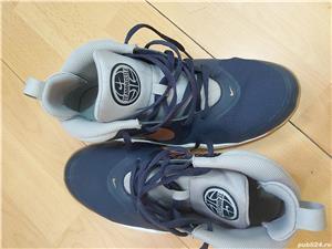 Ghete Nike Teamhustle ,nr 38,5 ,24 cm , uk 5,5 - imagine 2