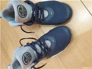 Ghete Nike Teamhustle ,nr 38,5 ,24 cm , uk 5,5 - imagine 3