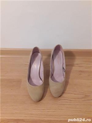 Pantofi toc crem - imagine 1