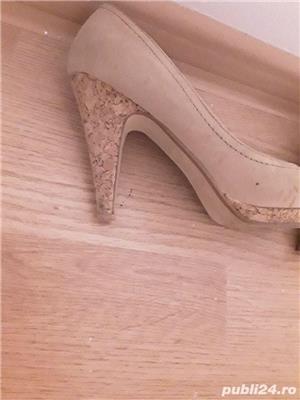 Pantofi toc crem - imagine 3