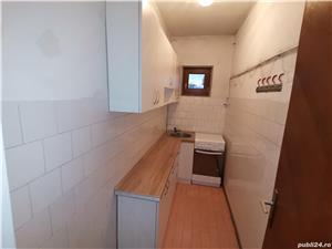 INCHIRIEZ spatiu birou apartament 3 camere la casa,zona Milea - imagine 6