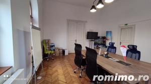 Spatiu birou elegant 160 mp + curte proprie, in Gruia, foarte aproape de centru  - imagine 3