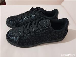 Sneakersi negri,exteriorul ca blanita,marimea 39,noi - imagine 1