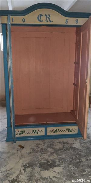 Vând dulap vechi din lemn  - imagine 3