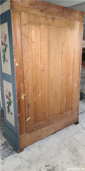 Vând dulap vechi din lemn  - imagine 4