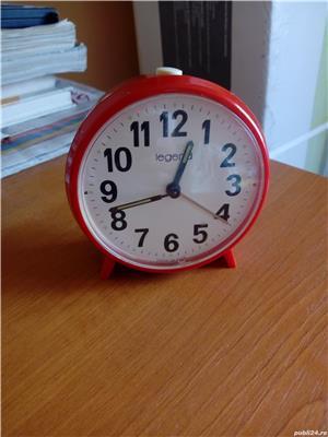 Ceas desteptator mecanic rosu - imagine 2