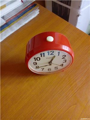 Ceas desteptator mecanic rosu - imagine 3