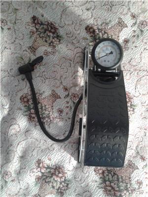 Pompa auto de picior cu cilindru si manometru - imagine 7