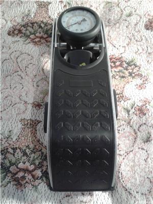 Pompa auto de picior cu cilindru si manometru - imagine 4