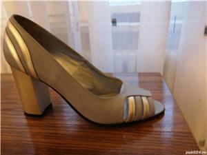 Vind, pantofi nr. 39 gri cu argintiu din piele, decupați la virf, toc 7cm - imagine 2