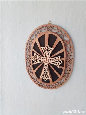 tablou crucifix oval - imagine 3