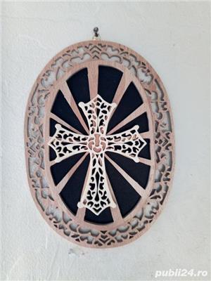 tablou crucifix oval - imagine 2