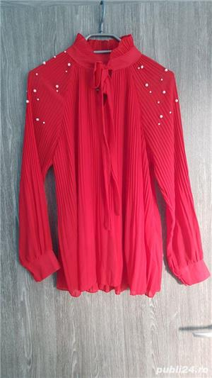 bluza voal creponat rosu cu aplicații  - imagine 3