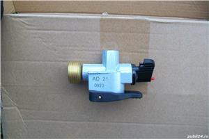 Adaptor pentru incarcare butelie gaz. - imagine 1