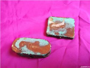 Mini-set vechi din alama ce contine oglinda si cutie de bijuterii - imagine 5