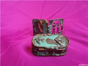 Mini-set vechi din alama ce contine oglinda si cutie de bijuterii - imagine 4