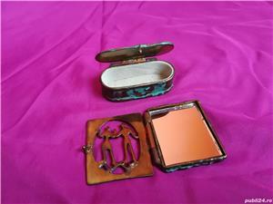 Mini-set vechi din alama ce contine oglinda si cutie de bijuterii - imagine 2