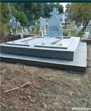 Cruci de marmura, granit și mozaic, morminte, cavouri, felinare, măsuțe si stâlpișori  - imagine 8
