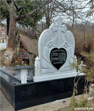 Cruci de marmura, granit și mozaic, morminte, cavouri, felinare, măsuțe si stâlpișori  - imagine 7