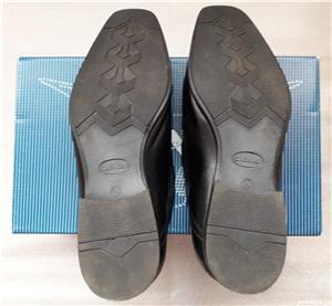 Vand pantofi barbatesti pentru evenimente/intalniri de afaceri  - imagine 3