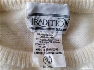 Vand bluza si pulover,ambele de dama,noi,nepurtate,made in Hong Kong! - imagine 4