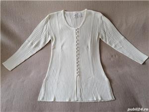 Vand bluza si pulover,ambele de dama,noi,nepurtate,made in Hong Kong! - imagine 1