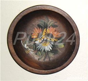 Tablou flori brodate și farfurie decorativă lemn - imagine 2