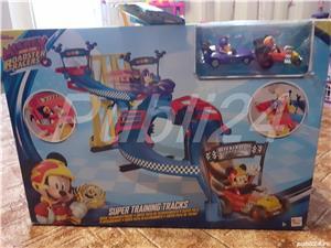 Mickey si piloți de cursă  - imagine 3